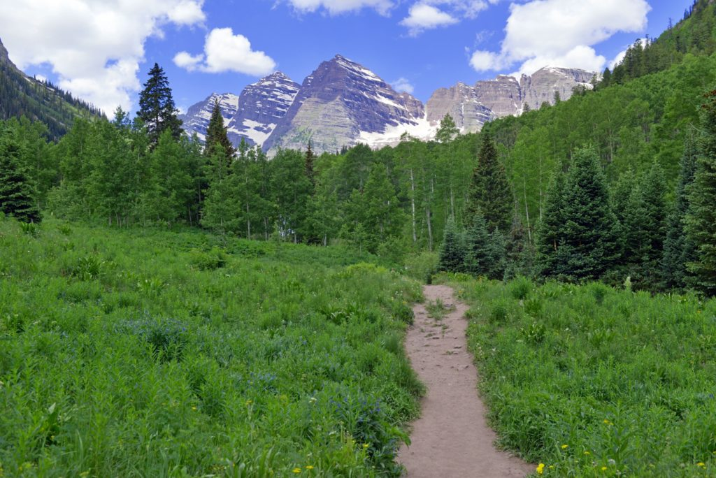 Hiking trail to the Colorado 14ers, the Maroon Bells, Elk Range, Rocky Mountains, USA